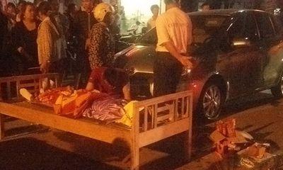 Miền Trung - Va vào cánh cửa ô tô, một phụ nữ bị xe tải cán chết