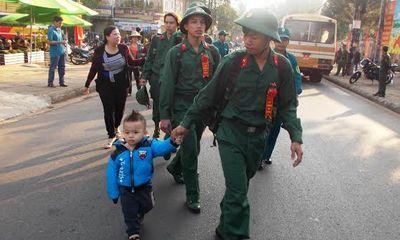 Tây Nguyên - Tân binh Tây Nguyên hăng hái lên đường nhập ngũ