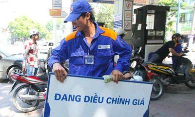Lý giải việc tăng giá xăng dầu vào nửa đêm