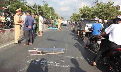 Xe chở rác gặp tai nạn, vợ ngã quỵ bên xác chồng