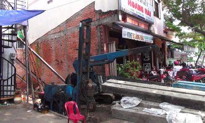TP.HCM: Nhà đang ở bất ngờ bị nghiêng, di dời khẩn cấp 20 người