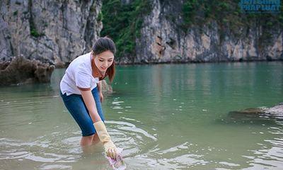 Nguyễn Thị Loan tích cực nhặt rác ở Vịnh Hạ Long