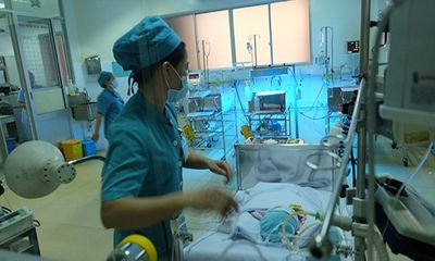 Bé sơ sinh văng ra khỏi bụng mẹ có thể xuất viện vào tuần sau