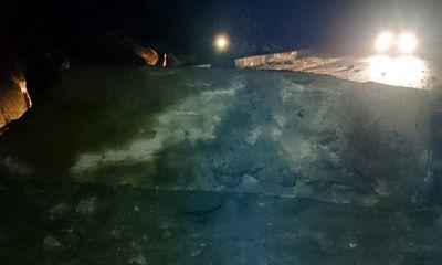 Tảng đá trăm tấn chắn ngang đường Đà Lạt- Nha Trang
