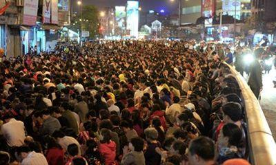 Hà Nội: Hàng nghìn người chắp tay giữa đường cúng sao giải hạn