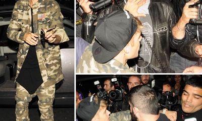 Justin Bieber đấm vào mặt paparazzi trước cửa khách sạn ở Paris