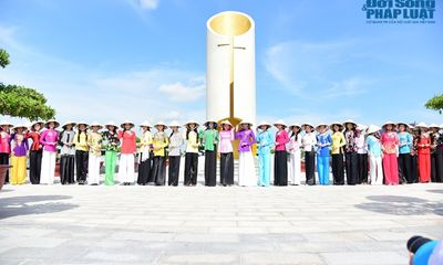 Thí sinh Hoa hậu Việt Nam hóa thôn nữ nơi miệt vườn