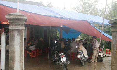 Quảng Nam: Một người chết trong tư thế quỳ gối treo cổ