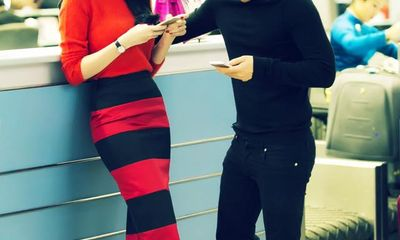 Ngọc Trinh rạng rỡ khoe sắc cùng Hoa hậu Anh Amy Willerton