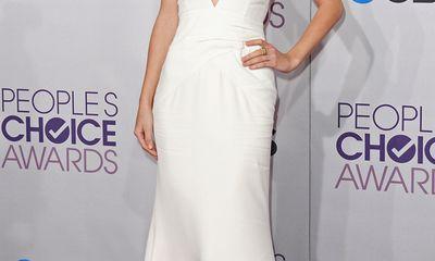 Những bộ váy đẹp nhất trên thảm đỏ People Choice Awards
