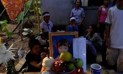 Cảnh khốn cùng của gia đình bé lớp 3 ngã sông vì quá đói