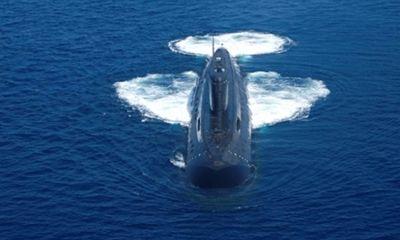 Tàu ngầm Kilo mắc lưới đánh cá khi đang tập trận