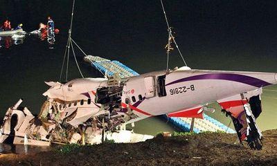 Máy bay Đài Loan cháy động cơ trước khi rơi xuống sông