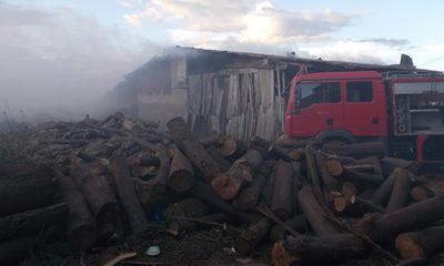 Gia Lai: Xưởng gỗ Công ty Trường Hải cháy lớn, khói ngút trời