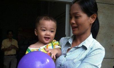Bé trai bị bỏ rơi trên taxi: Người mẹ không đến nhận con do bị bệnh?