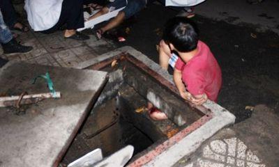 Giải cứu thanh niên bị kẹt chân dưới cống hi hữu ở TP.HCM