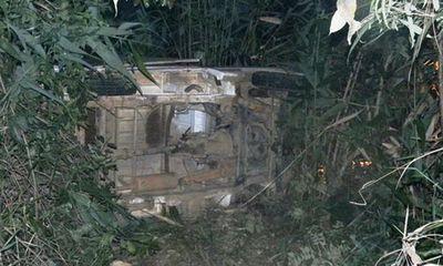 Đà Lạt: Xe chiếu phim lao xuống vực sâu, hai người hy hữu thoát chết