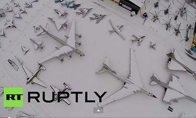 Video: Choáng ngợp 'nghĩa trang' máy bay Liên Xô ngủ vùi trong tuyết