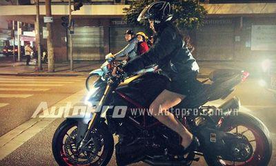Video: Hot girl xinh đẹp lái Ducati Streetfighter giữa phố Hà Nội