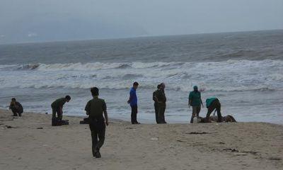Phát hiện xác chết có nhiều hình xăm trôi dạt trên bờ biển