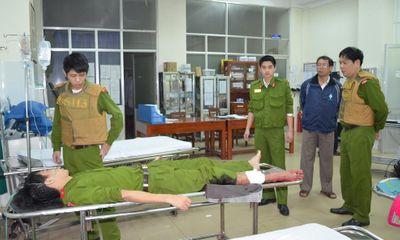 Ngăn hai kẻ mang mã tấu đi gây án, một chiến sĩ cảnh sát 113 bị thương