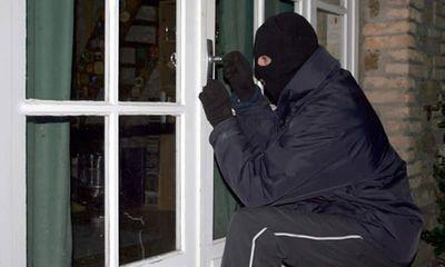 Nửa đêm, nữ chủ nhà bị kẻ trộm chém đứt lìa 3 ngón tay