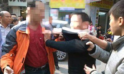 Hà Nội: Bị vây bắt, tên cướp cầu xin gọi điện thoại cho vợ