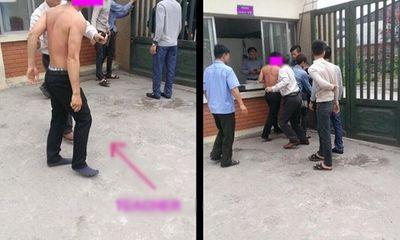 Thầy giáo và học sinh ẩu đả ngay trước cổng trường