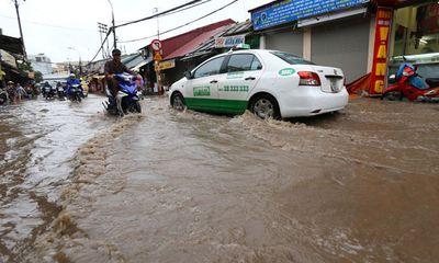 Chùm ảnh Hà Nội ngập 1m nước sau mưa lớn