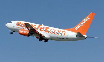 Máy bay hạ cánh khẩn cấp vì hành khách hành hung tiếp viên