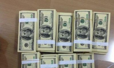 Nữ thủ quỹ bỏ tiền âm phủ vào két sắt của trường