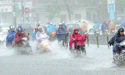 Đêm nay Bắc Bộ tiếp tục có mưa dông, đề phòng tố lốc
