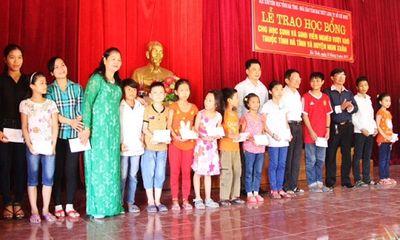 Hà Tĩnh: 300 suất học bổng được trao cho học sinh, sinh viên vượt khó học giỏi