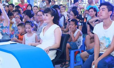 Danh hài Vân Dung tham gia trại hè cùng thí sinh Giọng hát Việt nhí