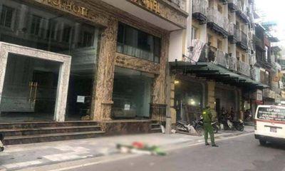 Vụ người đàn ông nhảy từ nóc khách sạn Rex Hanoi Hotel xuống đất tử vong: Nhân chứng nói gì?
