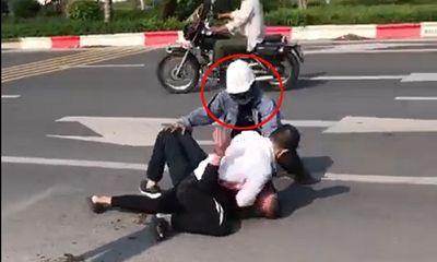 Người giúp đỡ tài xế taxi khống chế kẻ truy nã trên đường ở Hà Nội là ai?