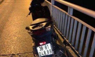 Thầy giáo để lại dép, xe máy nghi trên cầu tự tử: Hiệu trưởng nói gì?