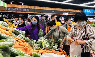 Siêu thị, cửa hàng tại TP.HCM chật kín người mua trước giờ giãn cách xã hội