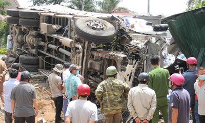 Hiện trường ngổn ngang vụ tai nạn liên hoàn, 7 người thương vong
