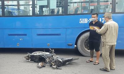 Tin tức tai nạn giao thông ngày 7/6/2021: Bị cuốn vào gầm xe buýt, người đàn ông may mắn thoát chết