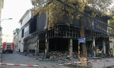 Hiện trường tan hoang vụ cháy phòng trà ở TP.Vinh, 6 người chết