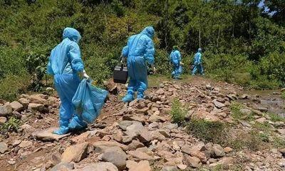 """Đời sống - Chuyện chưa kể về những """"thiên thần"""" áo trắng trên tuyến đầu chống dịch COVD-19 (Bài 2): Cán bộ y tế băng rừng, vượt núi điều tra dịch tễ, lấy mẫu xét nghiệm"""