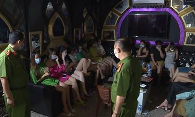 Tin tức pháp luật ngày 30/7: Chủ quán karaoke và khách bị phạt 75 triệu vì