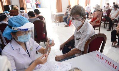 Bộ Y tế đề nghị TP.HCM không giới hạn người tiêm vaccine COVID-19 trong một ngày