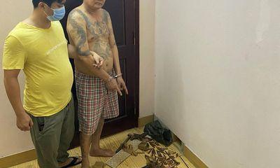 Phá ổ nhóm đánh bạc ở Quảng Ninh: Thu giữ súng chuyên dụng K54 cùng nhiều giấy tờ