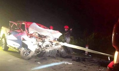 Vụ xe tải bẹp rúm sau tai nạn, 4 người thương vong: Nạn nhân đều là cán bộ y tế