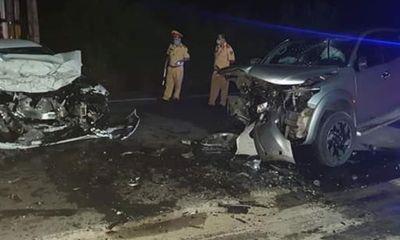 Hai ô tô tông nhau trong đêm, 3 người thương vong