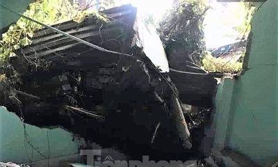 Hiện trường ngổn ngang vụ xe container đâm sập nhà dân, cả gia đình thoát chết trong gang tấc