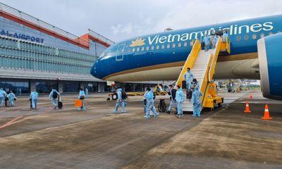 Sân bay Vân Đồn đón hơn 300 người có