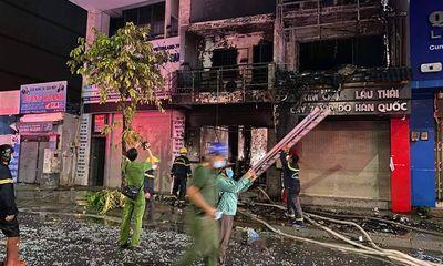 Hiện trường vụ hỏa hoạn trong đêm ở TP.HCM, 1 người chết
